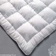 Polyester/Microfibre Blend Quilt by Logan & Mason