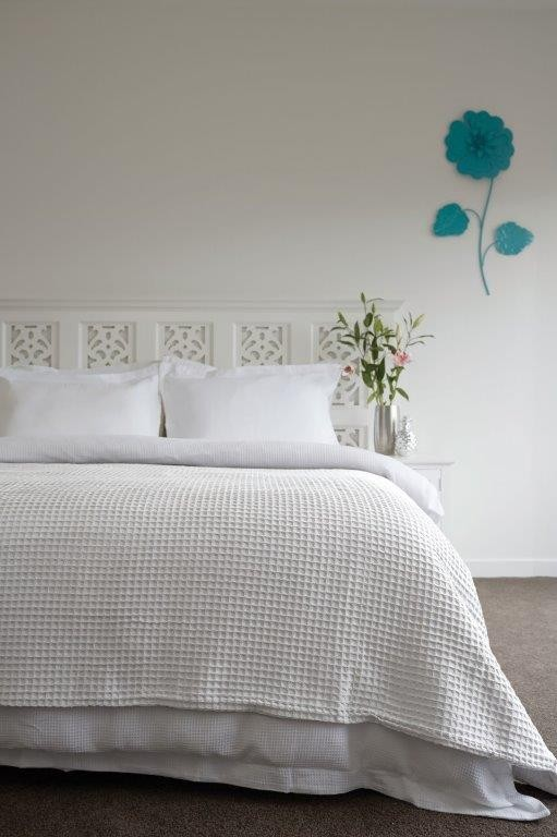 Ardent Premium Super Soft Queen Bed 100% Cotton Waffle Blanket White by Jenny Mclean
