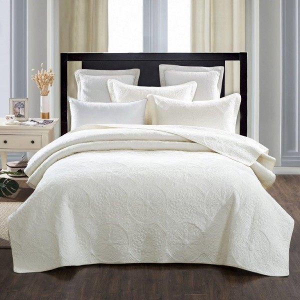 Elegant Ivory Quilted Coverlet