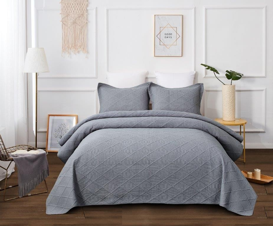 Misty Grey Queen bed Quilted Coverlet including 2 Pillowcases - size width 230cm x length 230cm